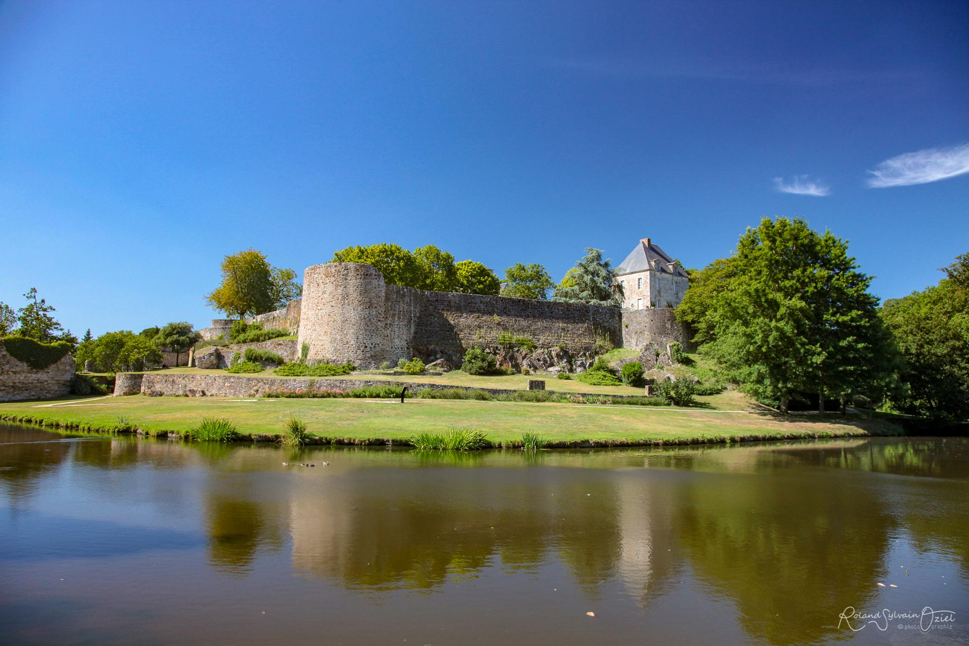 Montaigu le parc et le château une ville où il fait bon vivre