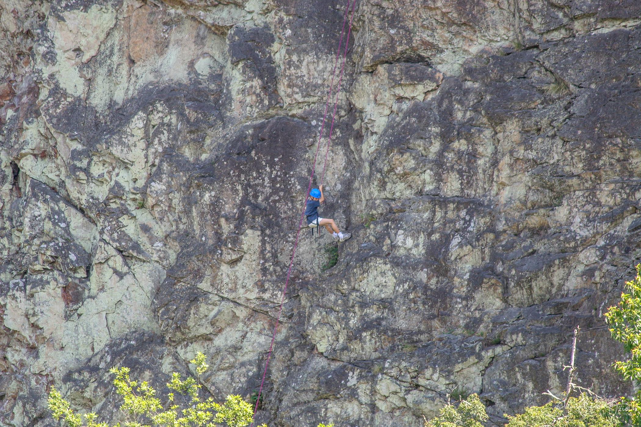 Varappe sur rocher de pierre blanche à mervent à partir de votre camping pendant les vacances