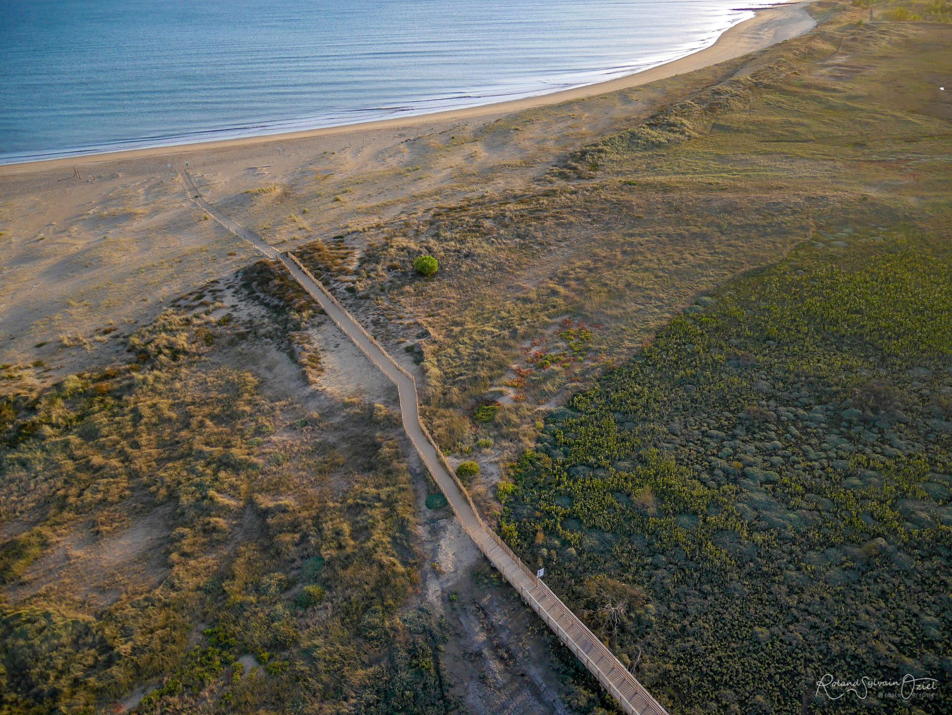 La plage et la passerelle de la Belle Henriette de la Faute sur Mer à la Tranche
