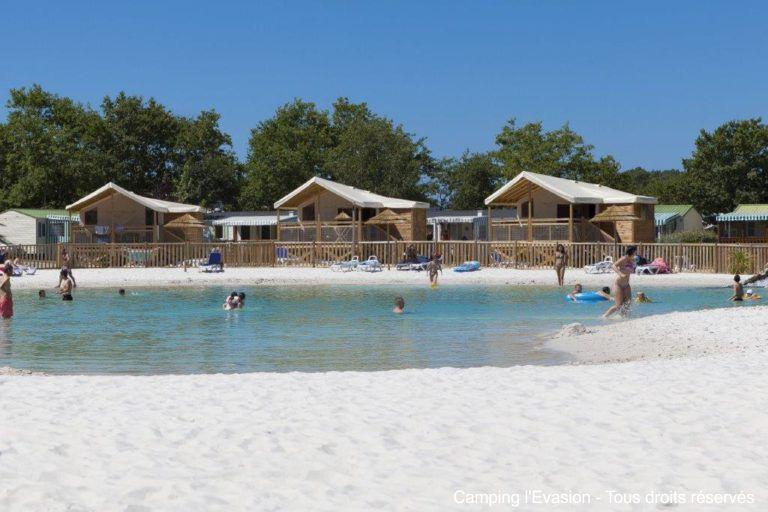 Camping avec piscine sous forme de lagon en Vendée